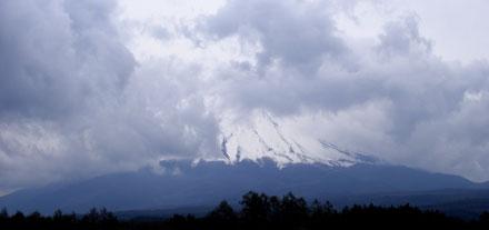 ▲天候が今ひとつで、終日富士山の見え方はこんな風でした。