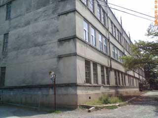 ▲小学校の南校舎。既に使われていない様子でした。