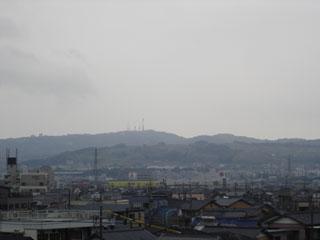 ▲どんより曇り空をバックにした日本平。